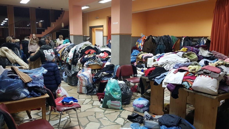 Jótékonysági ruhaosztás pásztón